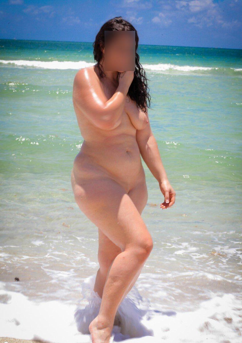 La plus belle des jolies rondes nues