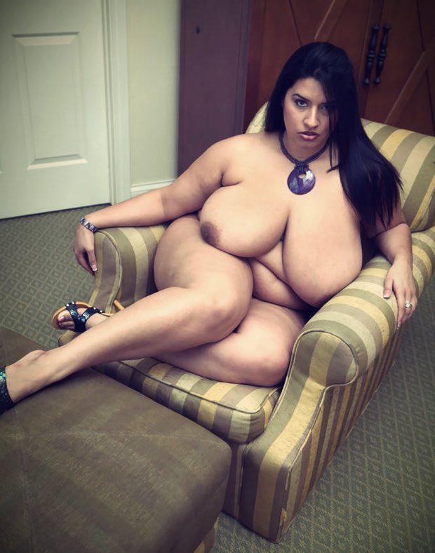 Des gros seins énormes