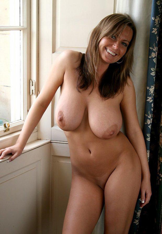 Des gros seins lourds et laiteux
