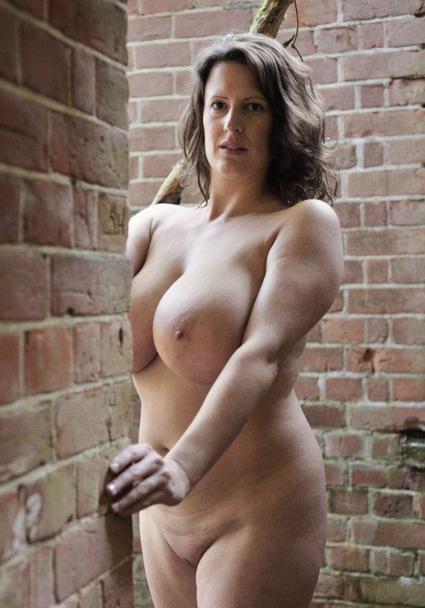 Une putain de grosse bombe mature
