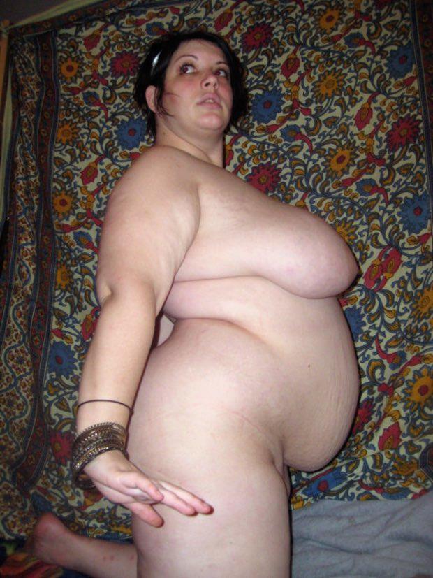 Des gros seins et un gros ventre le paradis de l'homme qui aime les rondes